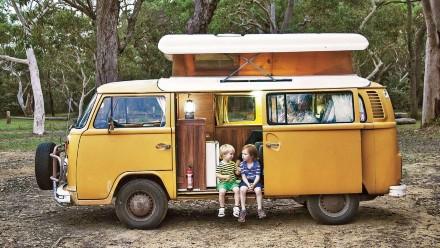 kids in a combi van with a caravan tracker